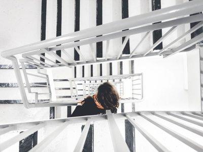Subir escaleras a diario no sólo te ayuda a bajar peso, también a quitarte años de encima