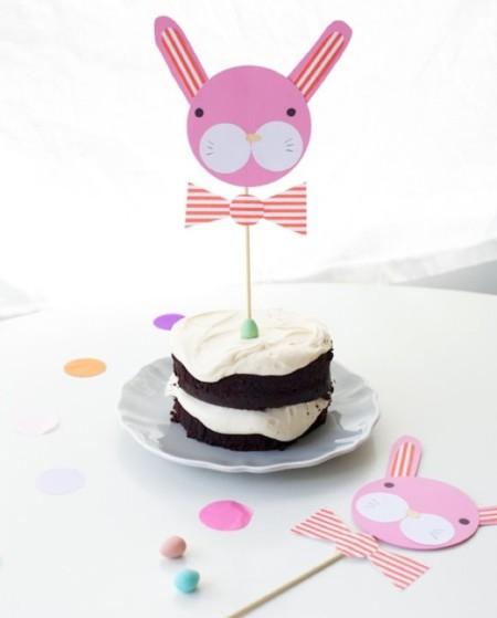 Crea tus propios toppers con forma de conejito para decorar tus postres en Pascua
