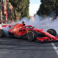 La Fórmula 1 se da un baño de masas en Milán