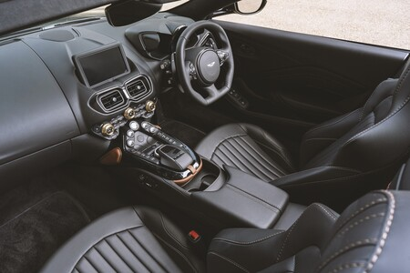 Aston Martin Vantage Roadster A3 2021 010