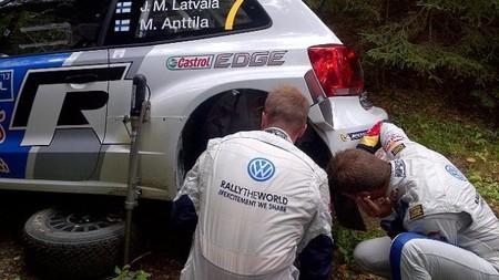Rally de Finlandia 2013: Jari-Matti Latvala es el primero en caer
