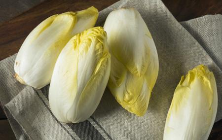 La endivia sigue de temporada: cinco recetas fáciles para aligerar nuestros menús casi primaverales