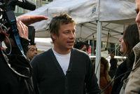 Jamie Oliver promueve las clases de cocina en la escuela