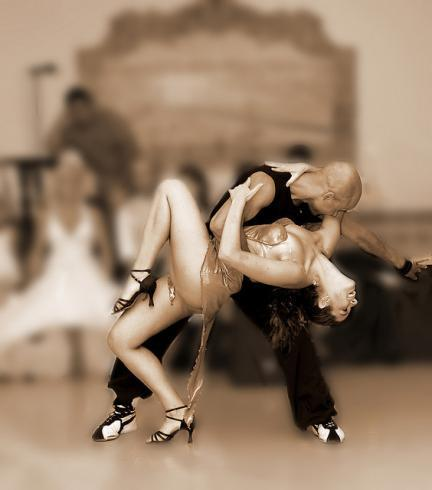 Celebra el Día Internacional de la Danza: pasos de baile para bajar calorías