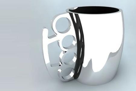 Mug Punch, ¿taza o puño americano?