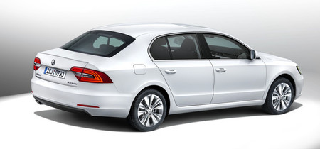 Škoda Superb 2013, vista posterior