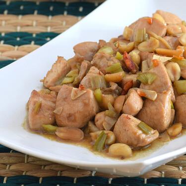 Cómo hacer pollo kung pao: receta tradicional china