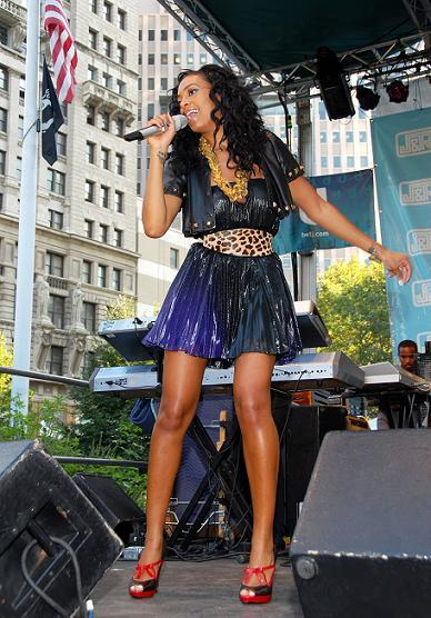 93031_Celebutopia-Solange_Knowles_performs_at_the_J_8_R_Music_Festival-11_122_790lo.jpg