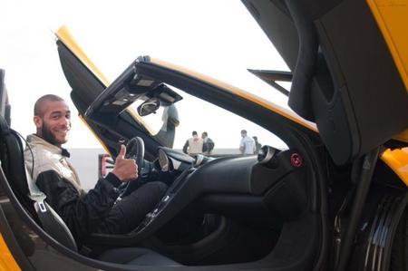Los futbolistas del Málaga probaron el McLaren MP4-12C Spider