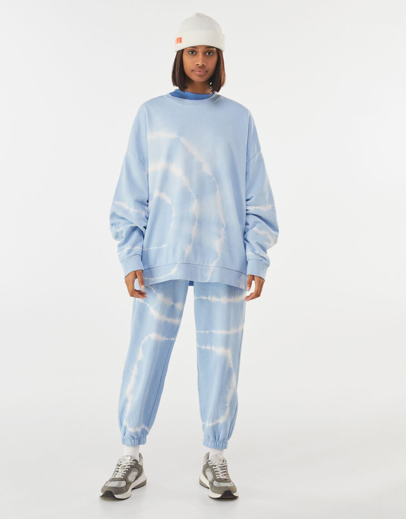 Sudadera oversize tie-dye en azul cielo