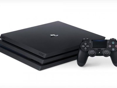 ¿Quieres ahorrarte un dinerillo en la PS4 Pro? Pues en PcComponentes la tienes por 379 euros con 10 euros para la PS Store