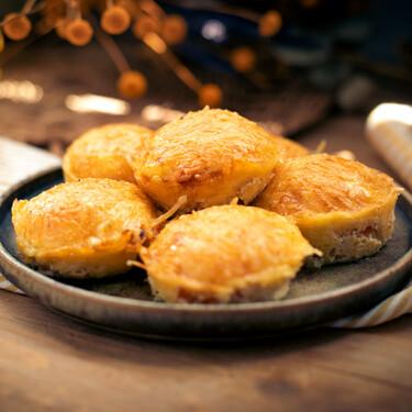 Pequeñas tartas saladas de beicon, queso y tomate: receta de aperitivo súper fácil
