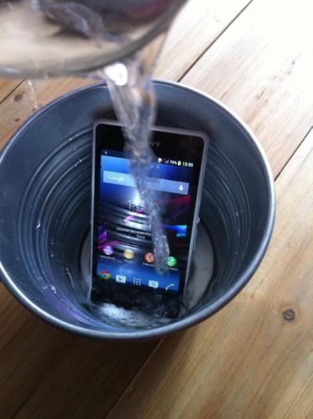 Sony Xperia Z1 con agua