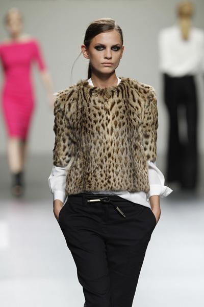 Foto de Ángel Schlesser en la Cibeles Madrid Fashion Week Otoño-Invierno 2011/2012 (4/10)