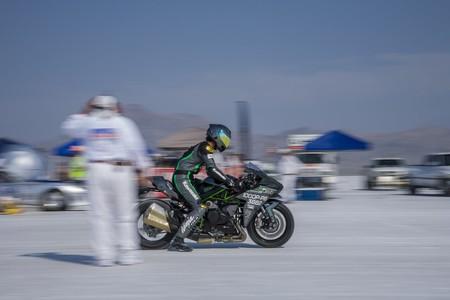 ¡Brutal! La Kawasaki Ninja H2 alcanza los 337 km/h para lograr el récord en Bonneville
