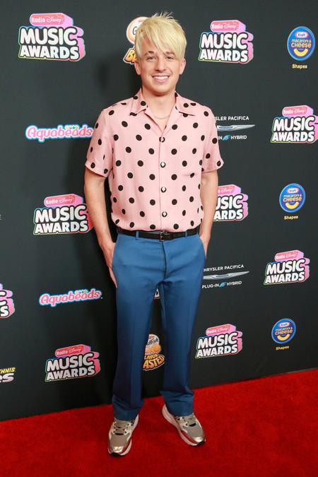 Charlie Puth Le Inyecta Un Toque Millennial Al Look Flamenco De La Temporada En Los Radio Disney Music Awards 2