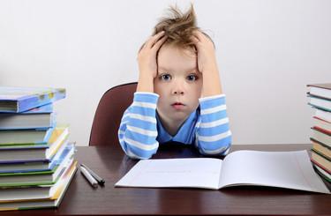 ¿De verdad existe una batalla abierta, entre padres y profesores, por los deberes?
