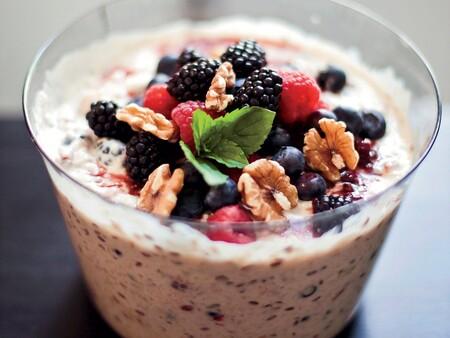 Desayuno saludable para niños: muesli con frutas. Receta rápida
