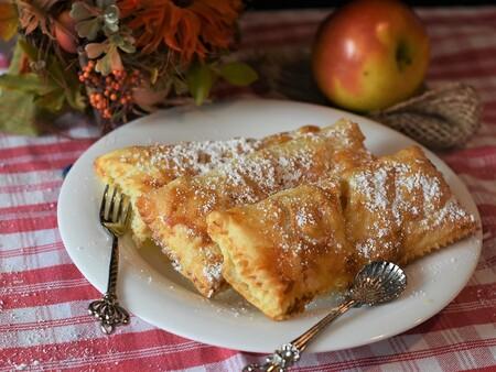 Burrito dulce de manzana con canela. Receta fácil de postre horneado