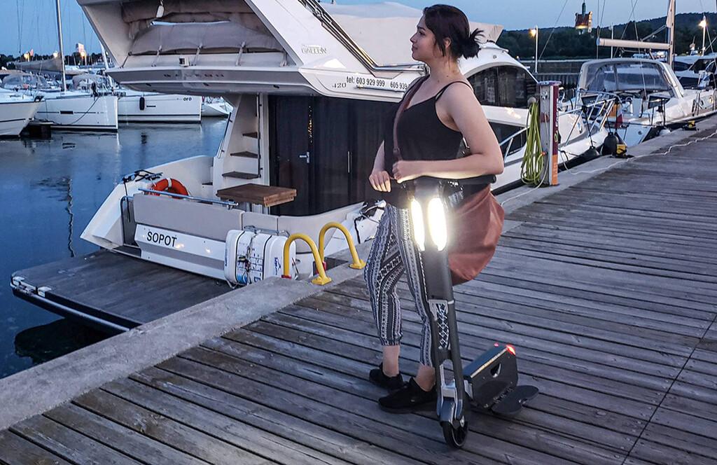 Este patinete eléctrico tiene 20 km de autonomía, cabe en la mochila y puede revolucionar la movilidad urbana