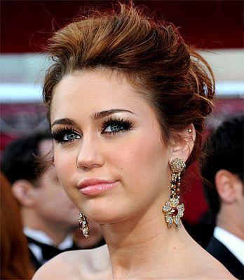 Recrea el look de Miley Cyrus en los Oscars 2010