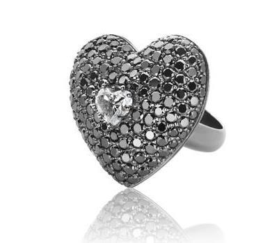 Anillo corazon diamantes negros