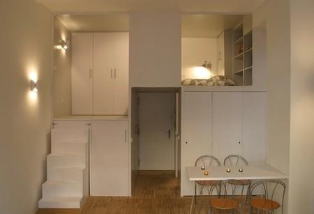 Una pequeña oficina convertida en un acogedor apartamento en Madrid