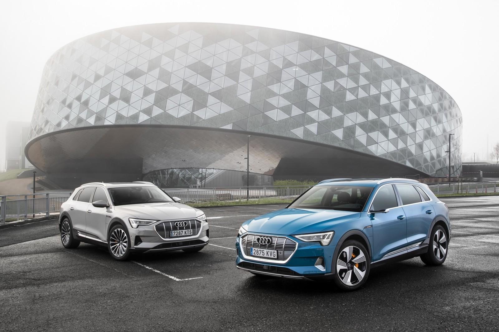 Foto de Audi e-tron (106/111)