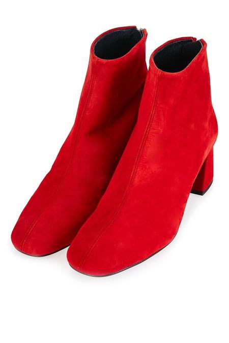 Botines en rojo pasión