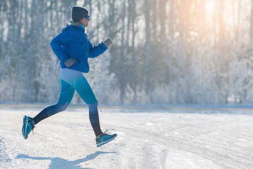 Las mejores prendas de ropa para correr calentito en invierno