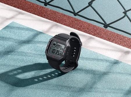 """El Amazfit Neo es un smartwatch con diseño """"ochentero"""" con batería de larga duración: de oferta rozando los 20 euros en Amazon"""
