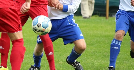 Si ves fútbol gratis con Kodi, ojo a UK: bloquean los servicios que transmiten partidos en streaming