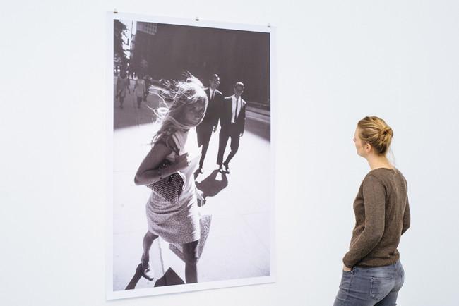 Ausstellungsansicht Peter Lindbergh Garry Winogrand Women On Street C Nrw Forum Dusseldorf Foto B Babic105
