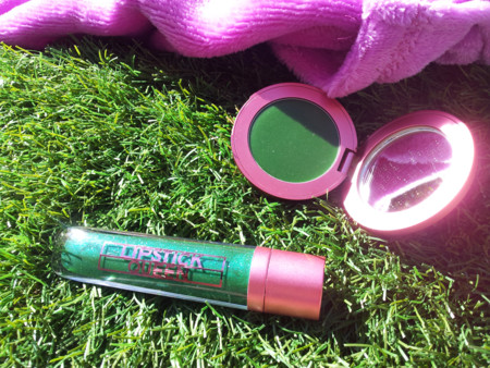 Para encontrar a un príncipe antes hay que besar muchos sapos, con el blush y el gloss Frog Prince de Lipstick Queen el color verde nunca dio más juego