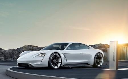 La carga rápida es el santo grial de los coches eléctricos: el Porsche Taycan muestra el camino con su tecnología de carga a 800V