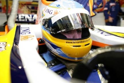 Ultimando los detalles del debut de Fernando Alonso con el R28