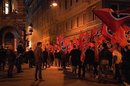 Facebook ha comenzado a borrar páginas neofascistas en Italia. Y la justicia le ha parado los pies