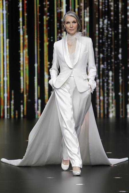 77087d67e Esta colección ha sido creada para un ajuste perfecto que garantiza la  comodidad de la novia. Cada vestido ha sido diseñado para ser ligero