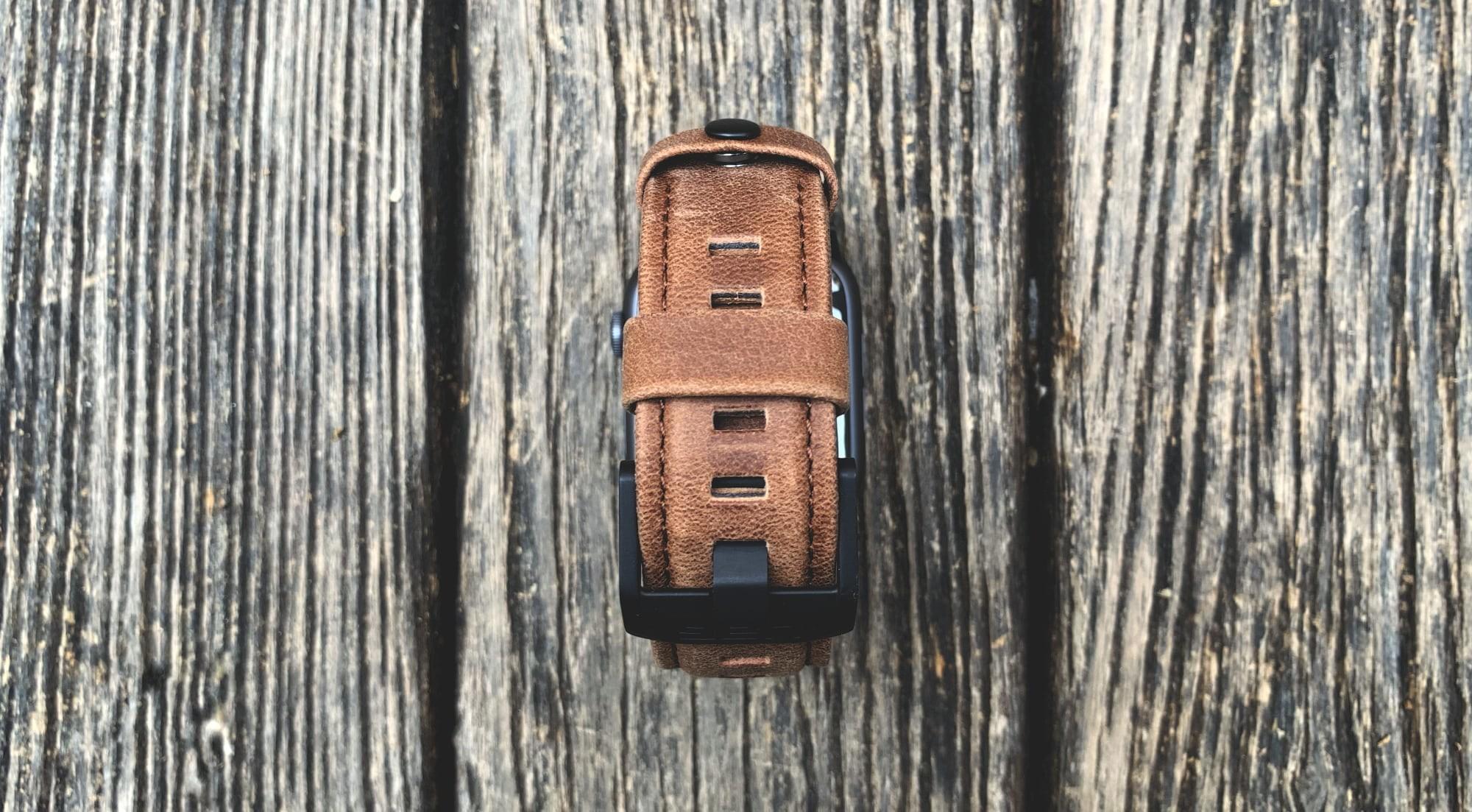 Foto de UAG Leather Strap para Apple Watch (10/18)