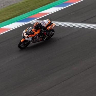 Aron Canet se reencuetra con la victoria en Austin y comparte el liderato de Moto3 con Jaume Masià