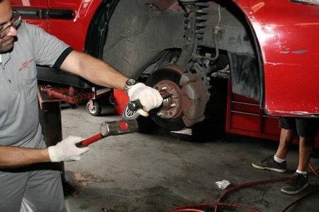 El INE certifica un leve incremento en los precios de los coches y su mantenimiento