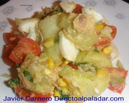 Ensalada de patata y huevo con hinojo fresco y aceite de picual. Receta