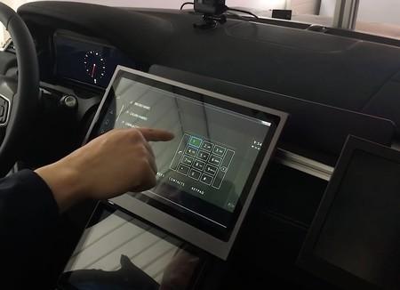 Esta pantalla táctil para los controles del coche no hay que tocarla, dice reconocer con antelación dónde vas a pulsar