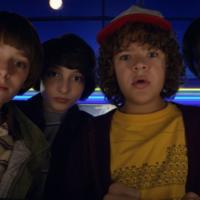 Los hermanos Duffer quieren que ajustes tu televisor para ver la temporada 2 de 'Stranger Things' como Dios manda