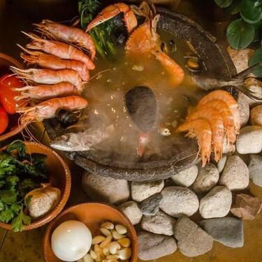 Te contamos la historia de caldo de piedra, un regalo de los hombres para las mujeres chinantecas de Oaxaca