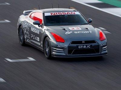 El primer Nissan GT-R controlado por una PlayStation alcanza los... ¡210 km/h en Silverstone!