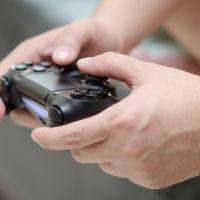 Empleado de PlayStation crea un control especial para un jugador con parálisis cerebral
