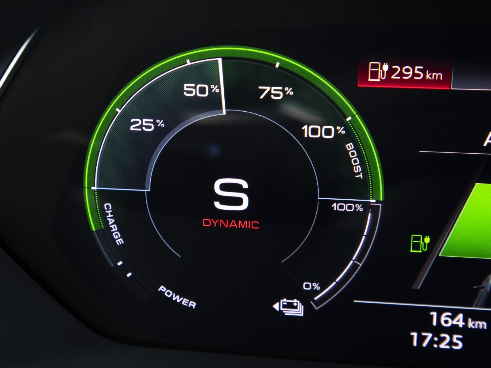 Foto de Audi e-tron (85/111)