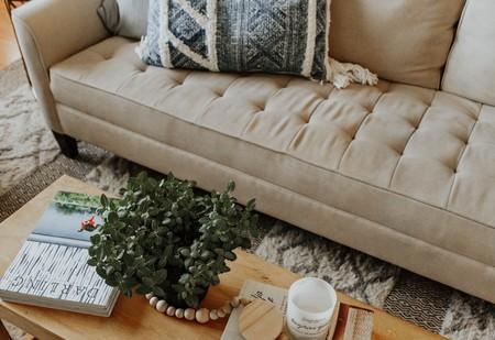 No necesitas gastar una fortuna para hacerte con una mesa elevable de lo más práctica como esta que encontramos en eBay rebajada