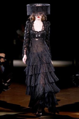 Givenchy Alta Costura Primavera-Verano 2010: una colección dominada por las transparencias. Negro